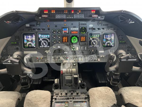 N314cm Learjet Avionics 9